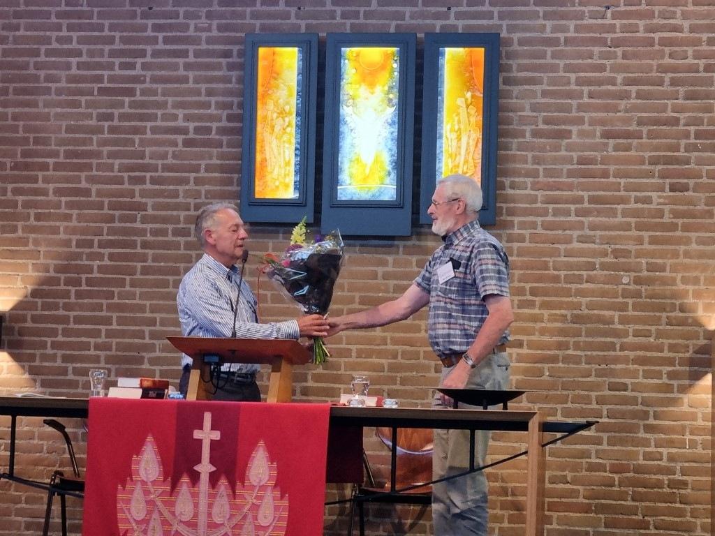 Eddy de Boer en de andere voorzangers tijdens coronatijd wordt bedankt